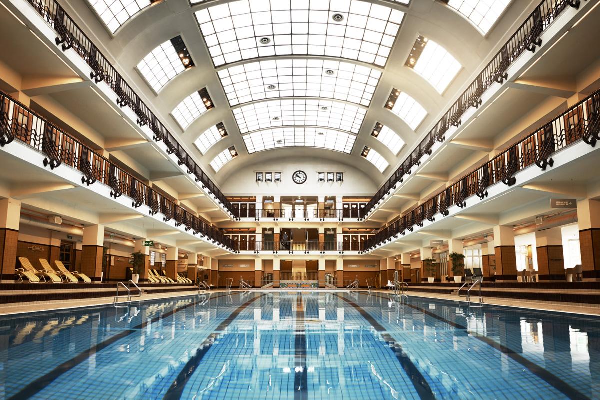 WOLF_lizzy_courage_schwimmbad_wien
